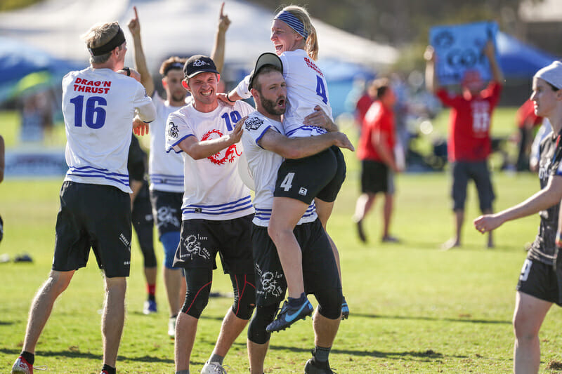 Minneapolis Drag'n Thrust celebrate their quarterfinal victory at the 2019 Club Championships. Photo: Paul Rutherford -- UltiPhotos.com