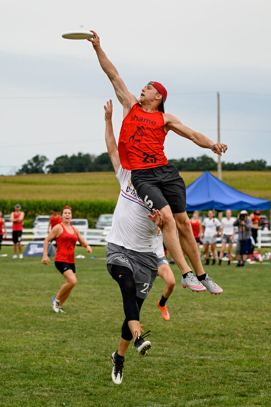 Fort Collins shame.'s Nick Snuszka makes a play way above the rim at the 2019 Pro Championships. Photo: Sam Hotaling -- UltiPhotos.com
