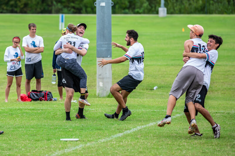 Dallas Public Enemy celebrates qualifying for Nationals at 2019 South Central Club Regionals. Photo: Marshall Morris -- UltiPhotos.com