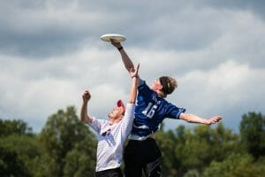 "Brian ""Strings"" Schoenrock skies AMP's Sean Mott at the 2019 Pro Championships final. Photo: Paul Andris -- UltiPhotos.com"