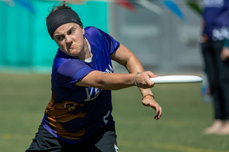 Tucson's Laura Prelsnik playing with Venom. Photo: Rodney Chen -- UltiPhotos.com