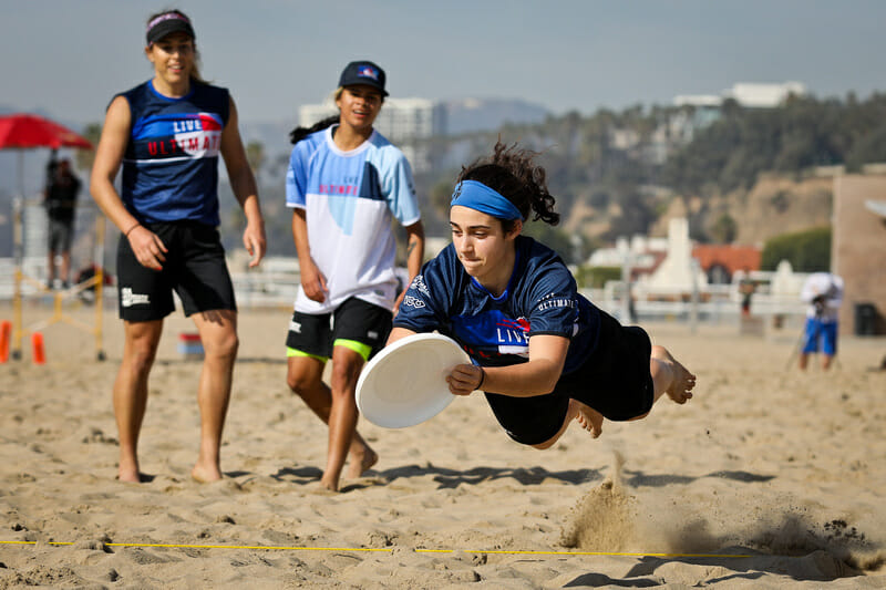 Anna Thompson makes the layout grab at the Beach of Dreams showcase game. Photo: Kristina Geddert -- UltiPhotos.com