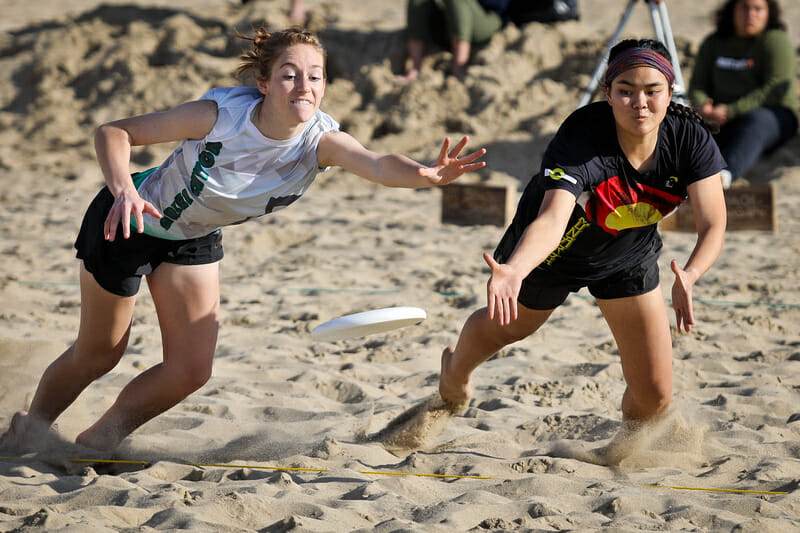 U20 bracket play at the Beach of Dreams event in Los Angeles. Photo: Kristina Geddert -- UltiPhotos.com