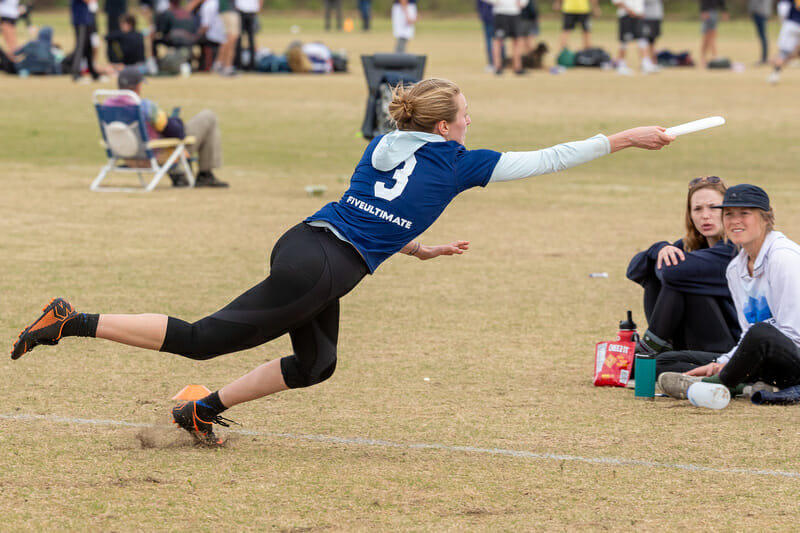 Tufts' Margo Urheim dives for a catch in the final of Stanford Invite 2020. Photo: Rodney Chen -- UltiPhotos.com