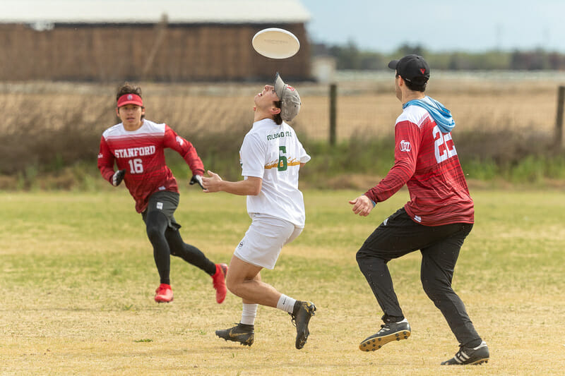 Colorado State's Jens Suhr locates the disc directly above his head. Photo: Rodney Chen -- UltiPhotos.com