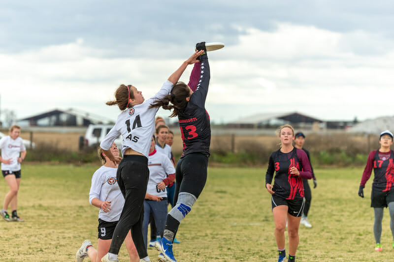 Stanford's Carly Rasmussen makes the catch in front of Texas' Lauren Gregorczyk. Photo: Rodney Chen -- UltiPhotos.com