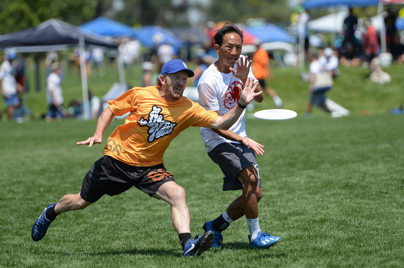 No Country faced off against Relics in the Men's Great Grand Masters final at the 2021 USA Ultimate Masters Championships in Aurora, CO. Photo: Kevin Leclaire — UltiPhotos.com