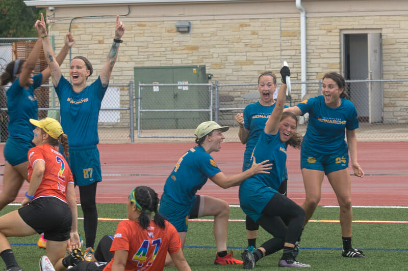 Milwaukee Monarchs celebrate Keila Strick's game-tying catch in the 2021 PUL Midwest Championship Series. Photo: Mark Olsen -- UltiPhotos.com
