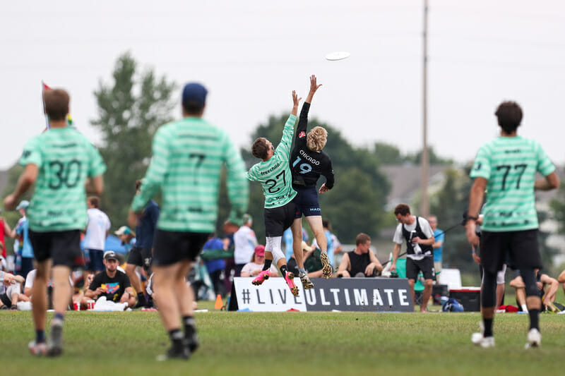 Machine's Paul Arters and Sockeye's Dylan Freechild battle for the disc during the US Open final. Photo: Paul Rutherford -- UltiPhotos.com