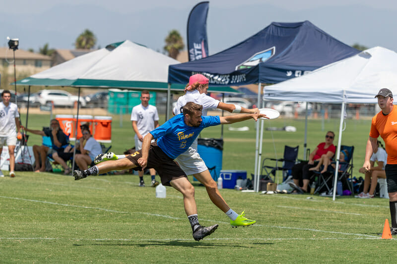 Despite defensive pressure, a Killjoys player makes the catch during the SFI West Men's Final. Photo: Rodney Chen -- UltiPhotos.com