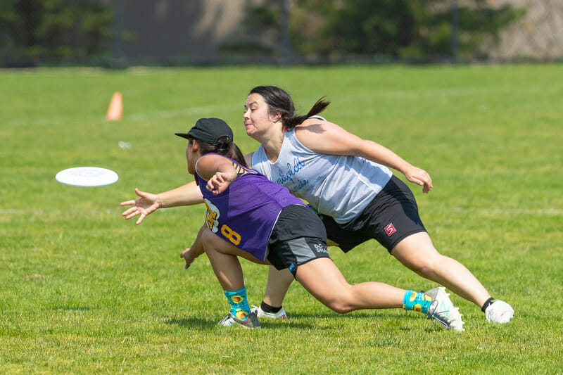 A LOL player gets the throw off around their mark at the Wilson Invite. Photo: Rodney Chen -- UltiPhotos.com