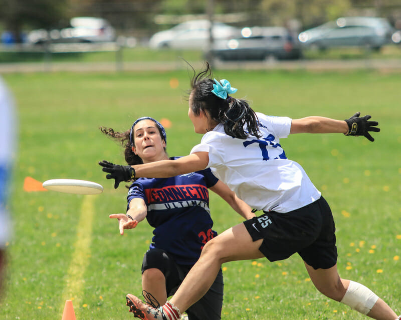 UConn competing at 2018 Metro East D-I College Women's Regionals. Photo: Sandy Canetti -- UltiPhotos.com