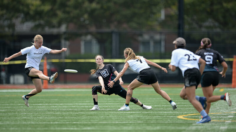 NY Gridlock's Casey Gorman throws through traffic at the PUL East Championships. Photo: Kevin Leclaire -- UltiPhotos.com