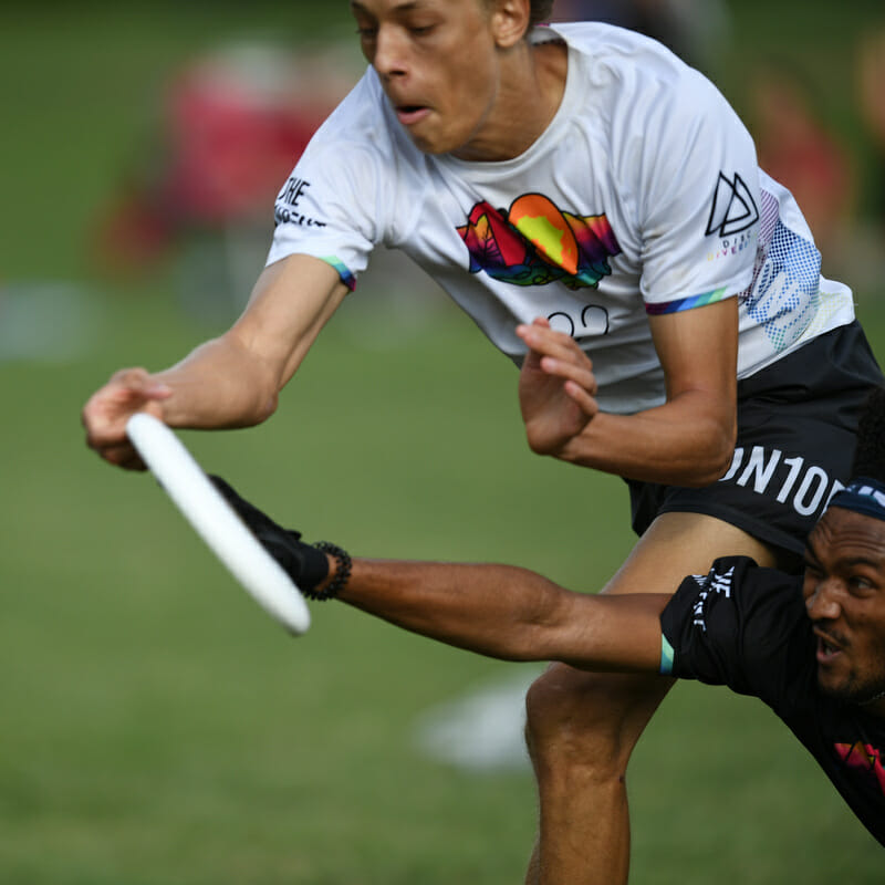 Huge layout block by a player on Dark Matters at the Con10ent Tour Philly Stop. Photo: Brian Canniff — UltiPhotos.com