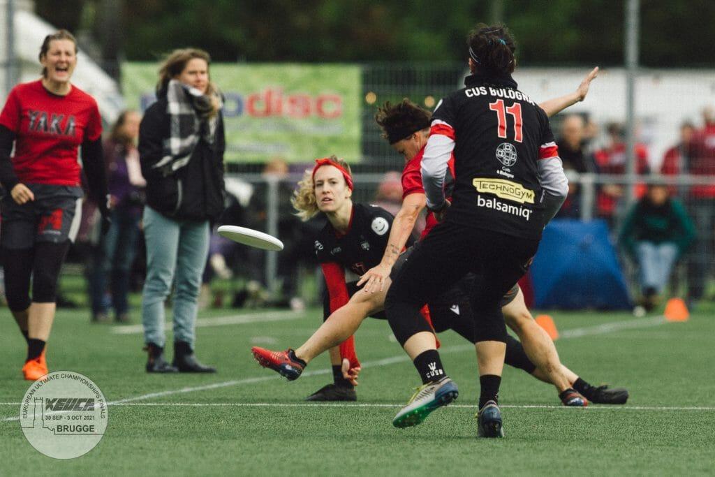 YAKA of Noisy-le-Sec, France vs. Bologna's CUSB Shout in the women's final of XEUCF 2021. Photo: Raf Celis