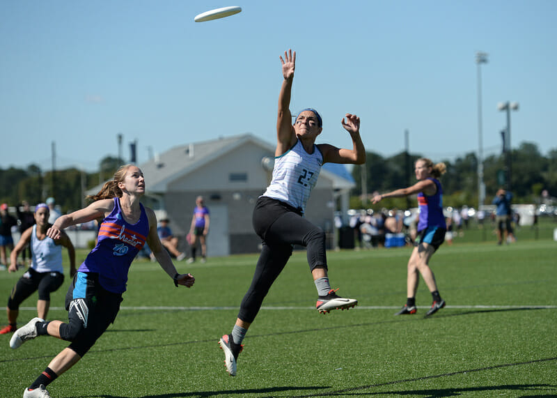 AMP's Natalie Bova has eyes on the disc at all times. Photo: Kevin Leclaire — UltiPhotos.com
