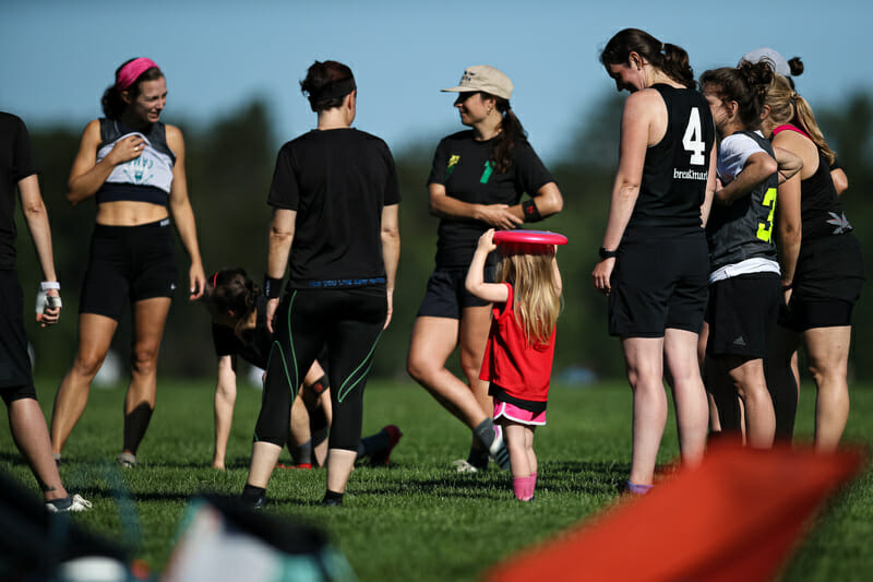 A quick huddle from Boston Team of Friends at 2021 East New England Women's Club Sectionals bringing out the youth in their roster. Photo: Burt Granofsky — UltiPhotos.com